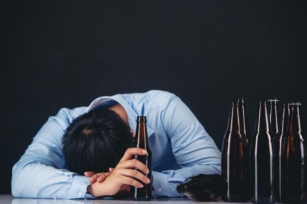 Penyebab Muntah Karena Alkohol. Yuk, Simak Dampaknya!