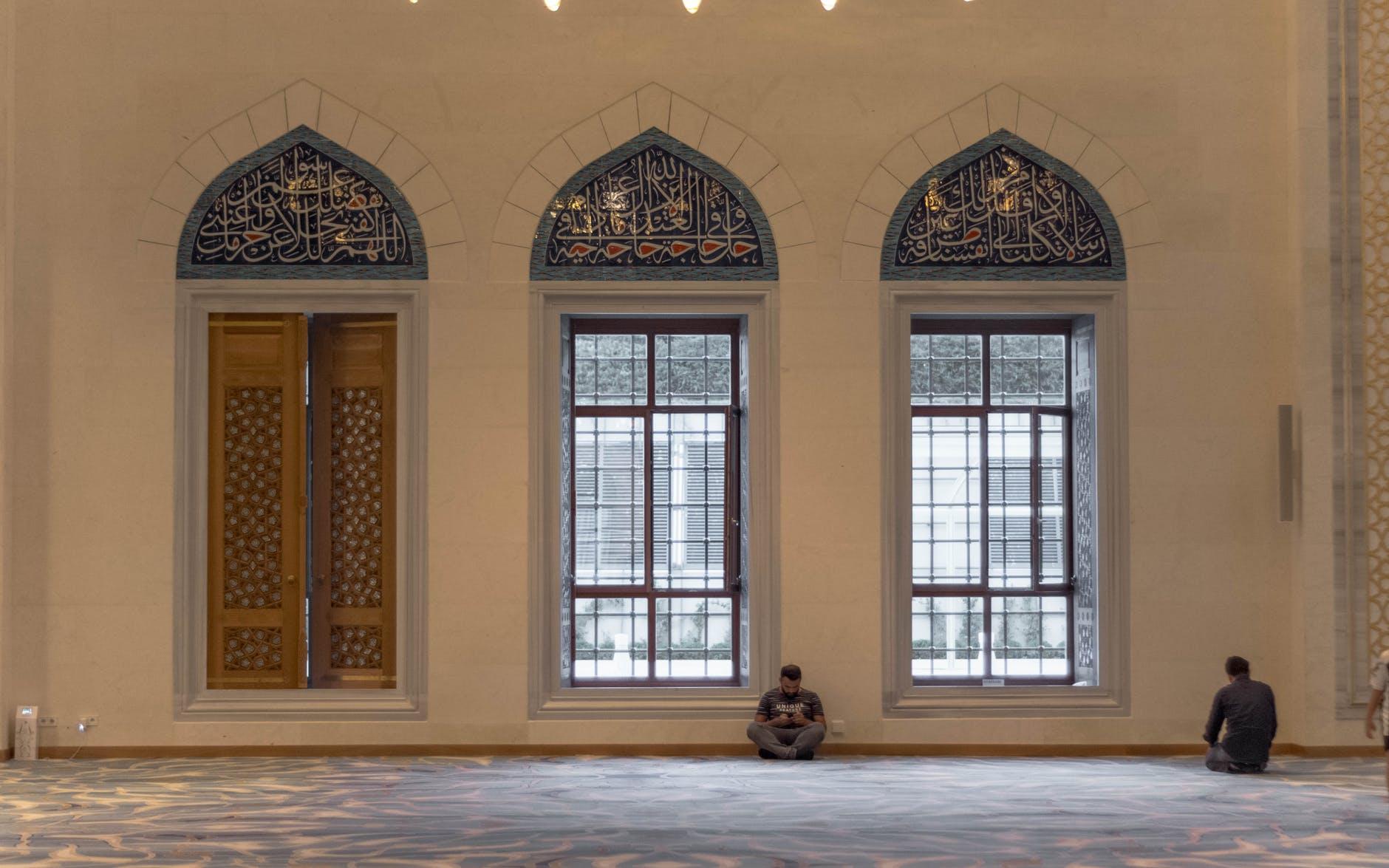Pastikan Baca Doa Saat Masuk dan Keluar Masjid