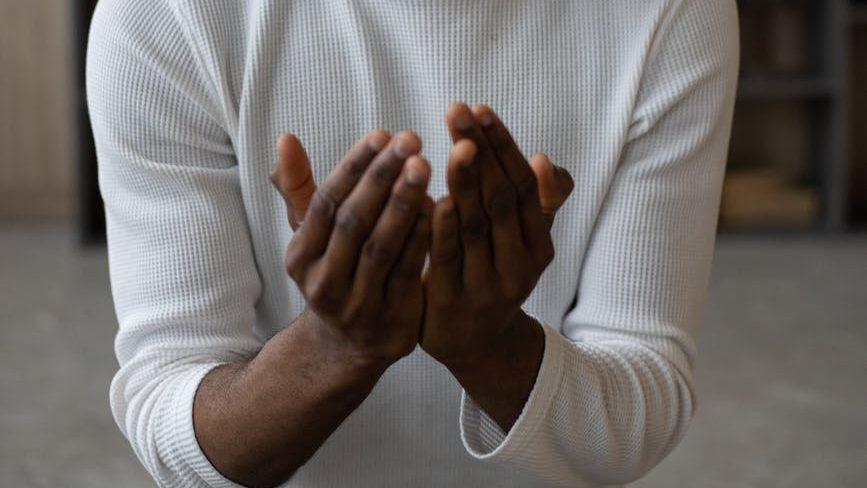 Bacalah Doa Saat Bercermin, Ada Adab yang Harus Dipahami