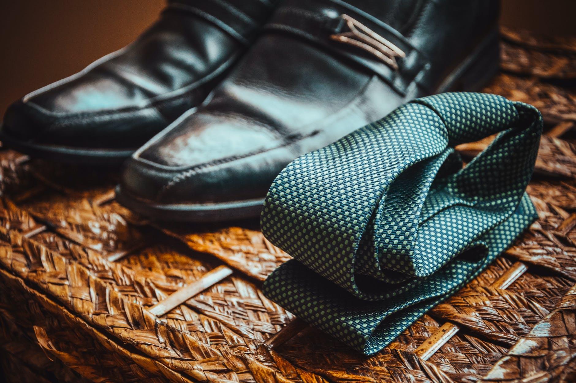 9 cara mengikat dasi pria yang mudah dan populer.