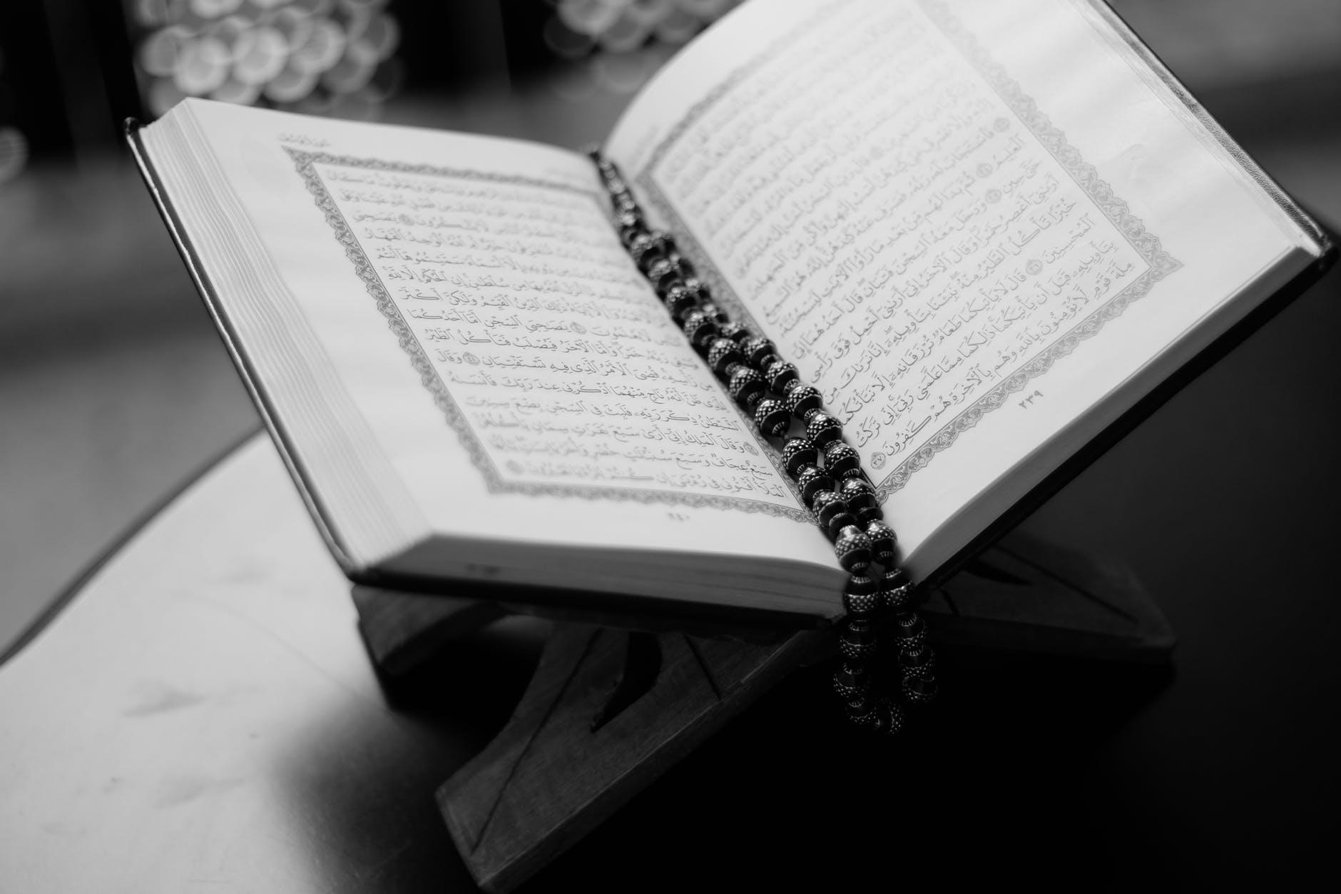 Keutamaan Dzikir Petang, Lafadz dan Artinya Sesuai Sunnah Nabi  ﷺ - katalogue.id