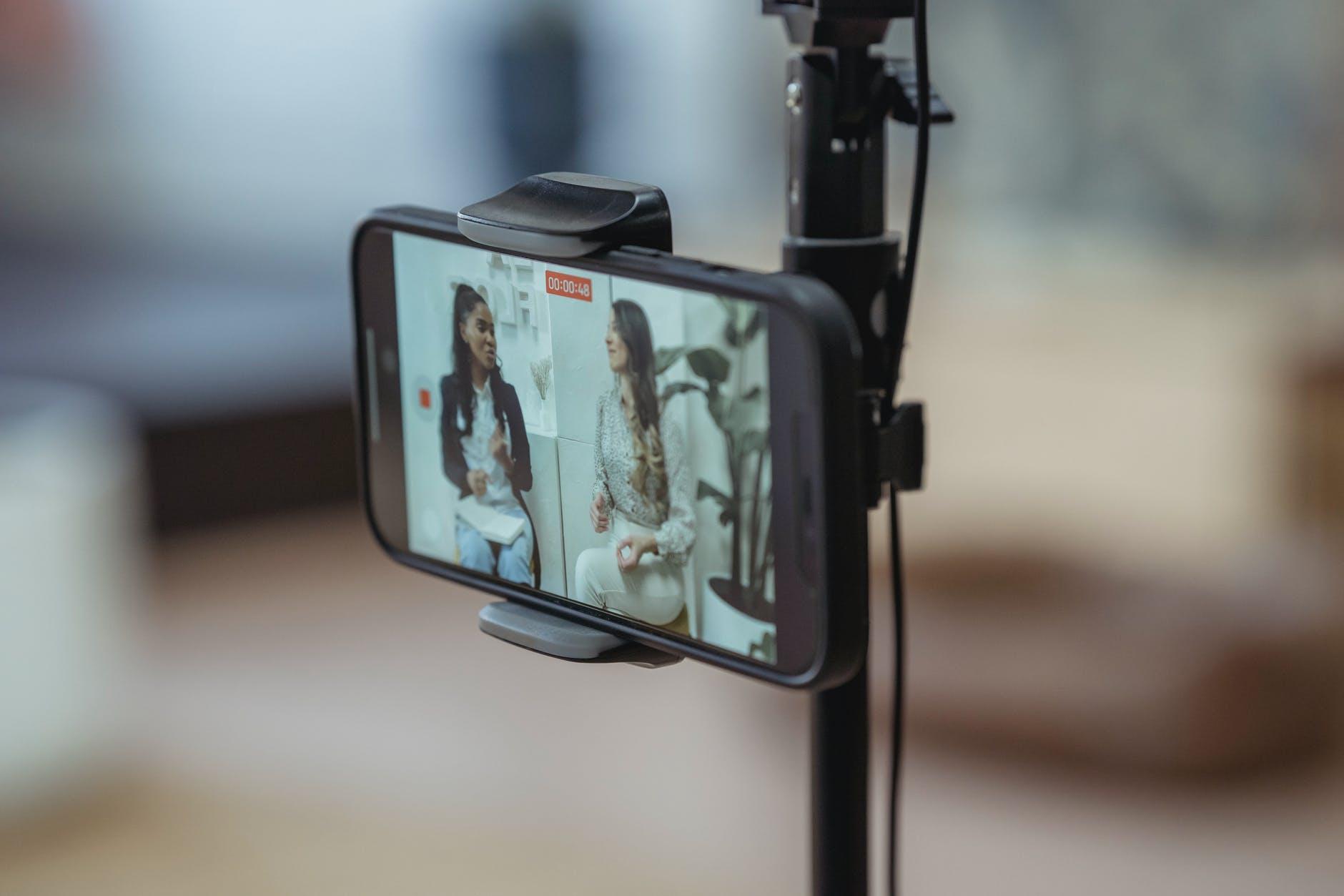 Daftar hp kamera terbaik 2021 untuk yang hobi fotografi dan vlog.