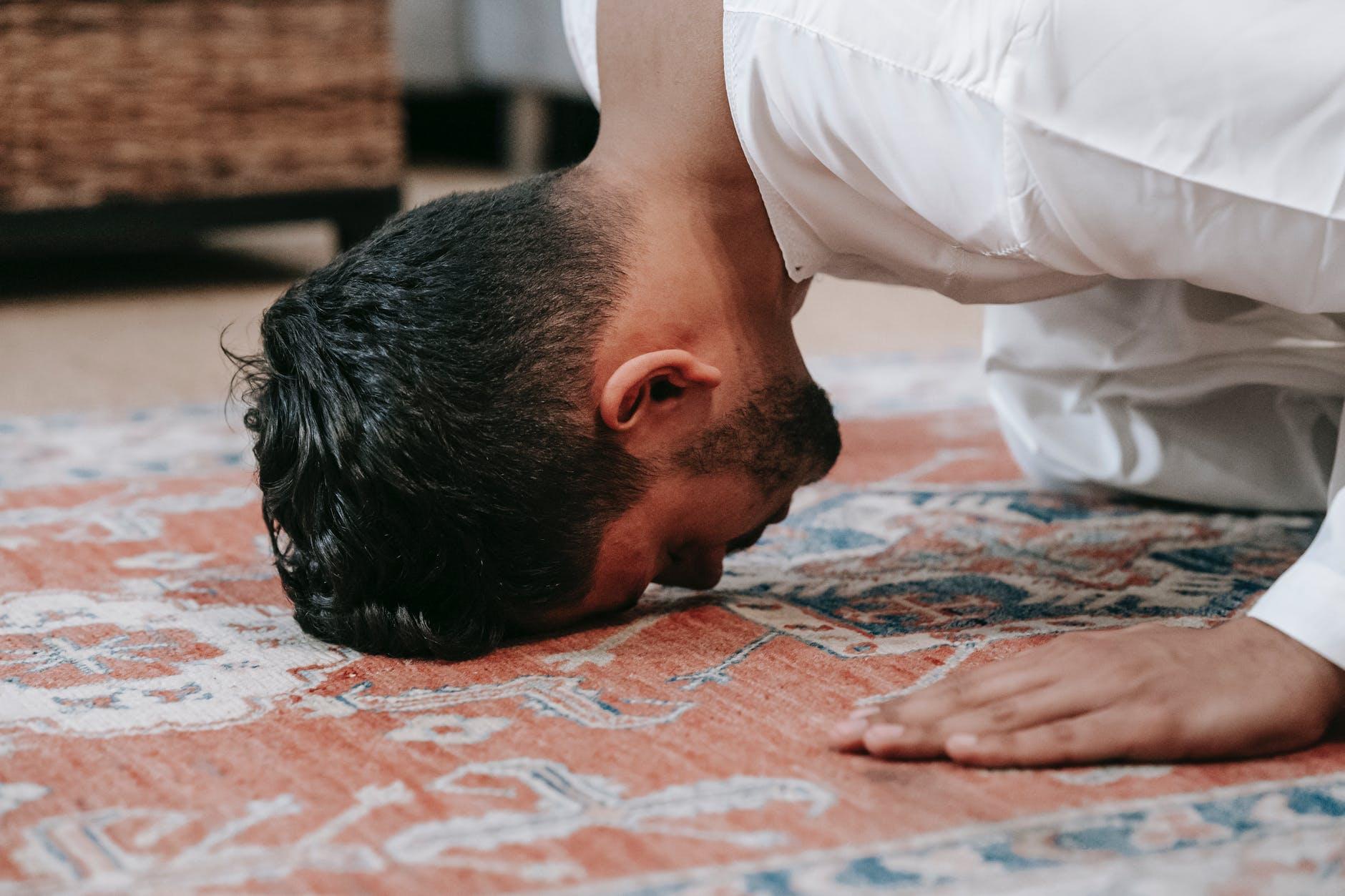 Mengetahui tradisi rebo wekasan dan hukum dalam Islam.