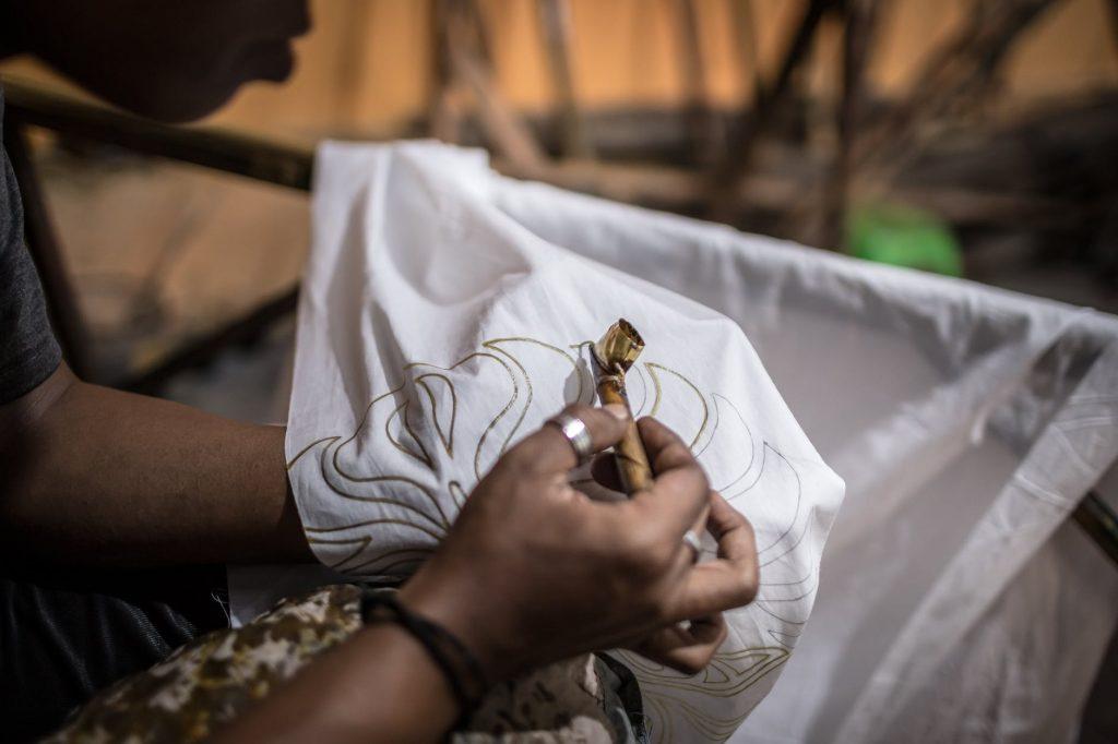 Ketahui 10 deret motif batik terpopuler untuk menyambut hari batik nasional.